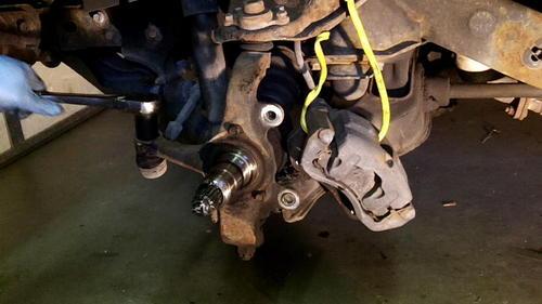 95 Izusu Rodeo Axle Replacement (25)